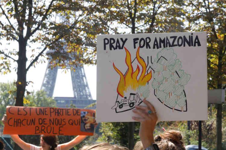 De l'autre côté de l'Atlantique, en France, pays hôte du G7, l'Amazonie est devenue «une priorité ». Le président Emmanuel Macron a accusé M.Bolsonaro d'avoir « menti» sur ses engagements climatiques (ici à Paris, en France).
