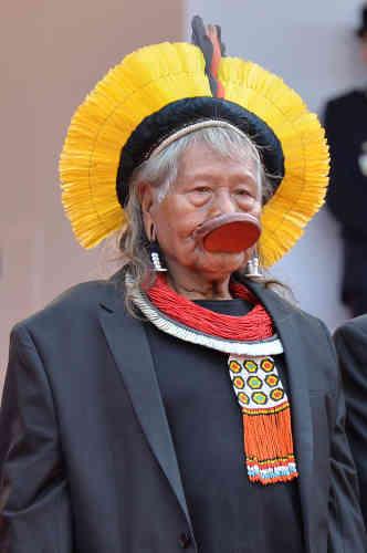 Le cacique Raoni Metuktire, chef des indiens Kayapo (ici, à Cannes en mai 2019), a appelé au départ du président brésilien, dans un entretien téléphonique à l'AFP vendredi : «Je pense que le président français et d'autres forces internationales peuvent faire pression pour que le peuple brésilien fasse partir Bolsonaro et que le Congrès vote sa destitution. »