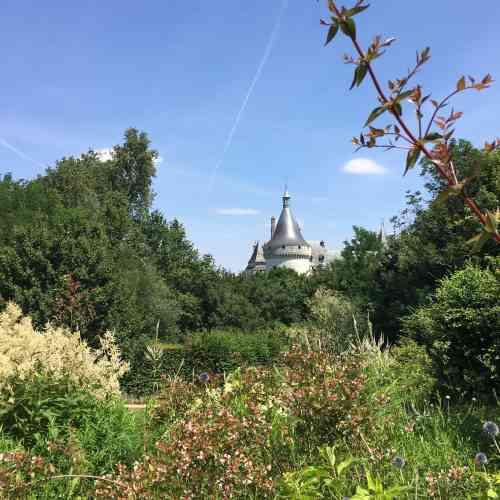 Le Domaine de Chaumont-sur-Loire est dirigé depuis une dizaine d'années par Chantal Colleu-Dumond, qui y anime le Festival international des jardins (créé en 1992) ou y présente des expositions d'art contemporain.