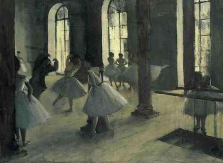 «Formes claires dans les amples espaces d'une salle de répétition aux larges baies, les ballerines de Degas sont ici égrenées à la manière de notes sur une partition. Chacune, esquissant un mouvement, se reposant, attendant ou refaisant le nœud de son tutu, anime cette œuvre qui décrit autant la grâce des danseuses que leur dur labeur quotidien. » Marine Kisiel