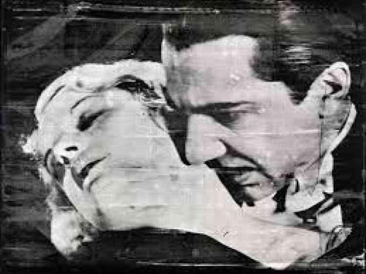 «L'œuvre d'Andy Warhol est celle d'un artiste passionné par l'aura ducinéma. Certaines de ses plus célèbres sérigraphies dupliquent et recyclent, tout en les mettant en majesté, les images iconiques des stars hollywoodiennes. Ici avec Béla Lugosi, vampire de cinéma par excellence, Warhol met en exergue la dimension de dévoration et d'aliénation à l'œuvre dans le culte des idoles modernes. Par ailleurs,on peut rappeler que Warhol était surnommé Drella, contraction de Dracula et de Cinderella (Cendrillon) : en1990, trois ans après le décès de Warhol, Lou Reed et John Cale, membres du groupeThe Velvet Underground, signe un album intitulé Songs for Drella, hommage à l'artiste».
