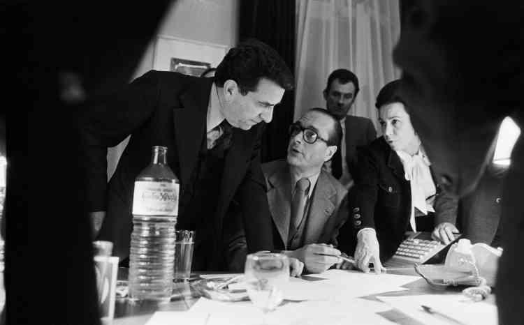 Au siège du RPR, le 20 mars 1977, entouré de Pierre Juillet et de Marie-France Garaud.