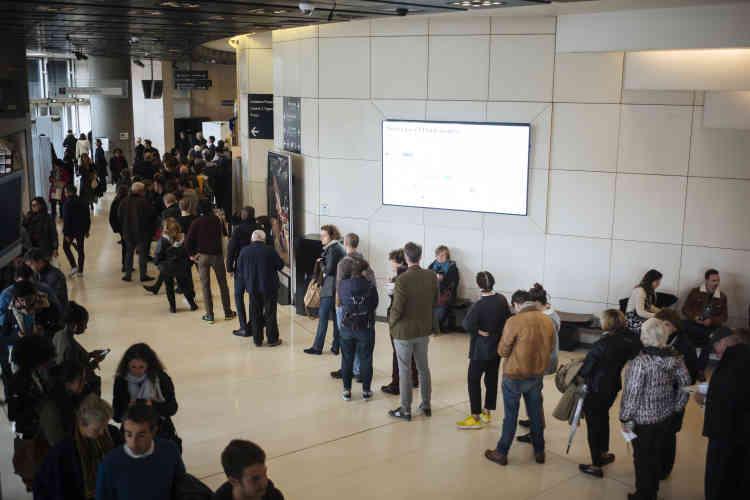 Plus de 16 000spectateurs se sont succédé à l'Opéra Bastille, aux Théâtre des Bouffes du Nord et au cinéma Beau Regard pour la trentaine de débats, rencontres, projections et spectacles prévus dans le cadre du Monde Festival, du4 au7octobre.