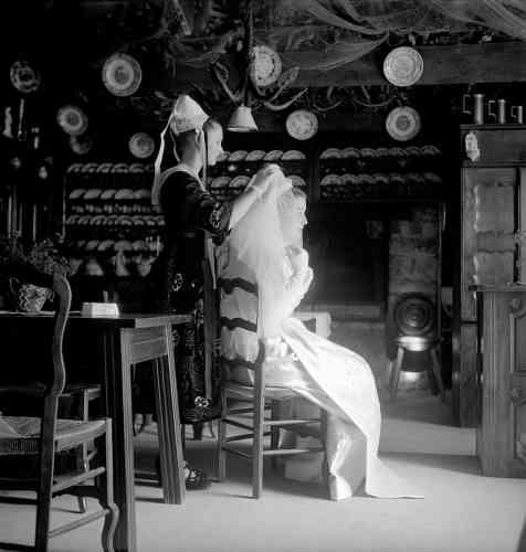 """«Je me suis rendue en Bretagne à plusieurs reprises dans les années 1950. Pour mon plaisir, mais aussi pour le magazine """"Vogue"""", qui m'avait envoyée en reportage photographier un mariage breton.»"""