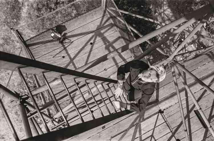 «L'Institut hongrois présente les photographies de Vilmos Zsigmond, chef opérateur culte du Nouvel Hollywood, disparu en2016, dont le «réalisme poétique» a marqué les films de Spielberg, Cimino et De Palma. L'occasion de découvrir la production plus personnelle de ce photographe autodidacte, empreinte du même sens de la composition et de la lumière qui fera sa signature sur grand écran.»