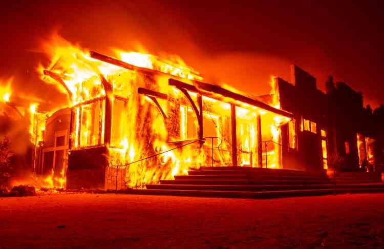 Quelque 180000 personnes ont été sommées d'évacuer à cause de l'incendie«Kincade Fire».