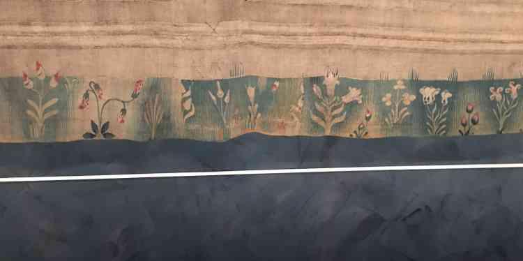 Bordure fleurie de la tapisserie exposée au château d'Angers.