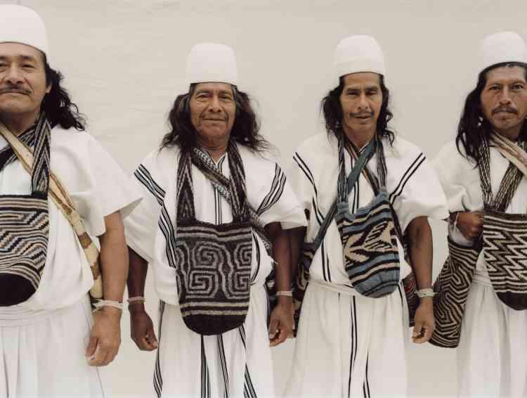Délégation de mamos (chefs spirituels) du peuple arhuaco, Colombie. De gauche à droite : Geremias, Hipolito, Crispin et Luis Eduardo.