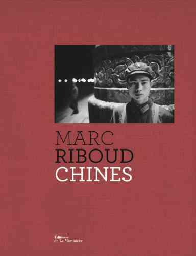 Membre de l'agence Magnum comme Robert Capa et Henri Cartier-Bresson, c'est en 1957 que le photographe Marc Riboud (né le 24 juin 1923 à Saint-Genis-Laval et mort le 30 août 2016 à Paris) effectue son premier séjour en Chine. Ce voyageur infatigable, fin connaisseur de l'Asie, écrivait:«Si nous savons peu de la Chine, nous savons ce que nous y aimons, et d'abord l'intensité de la vie.» Ce livre dresse un portrait visuel, et pluriel, d'une culture et d'un peuple millénaires qui l'ont toujours fasciné. Un bel hommage est ainsi rendu au photographe qui n'a cessé d'arpenter le monde à la recherche de rencontres et de destins singuliers.