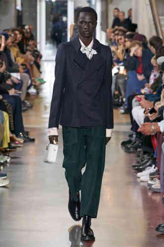 Bruno Sialelli affirme son style emprunt de joyeuses références au vestiaire de l'enfance pour son deuxième défilé homme chez Lanvin.