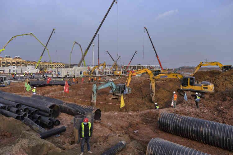 L'installation des réseaux sanitaires après les premières excavations, le 28janvier.