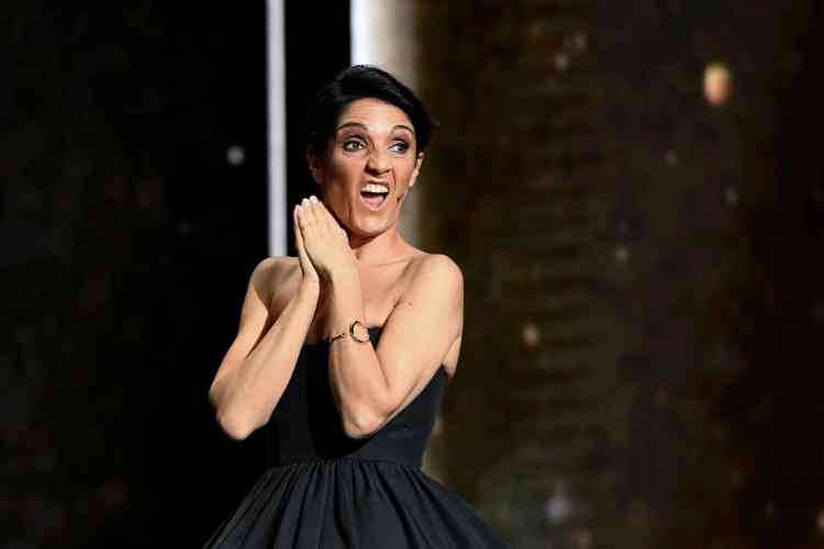 En tant que maîtresse de cérémonie, l'humoriste Florence Foresti avait la lourde tâche de faire rire le public, divisé sur cette cérémonie polémique.
