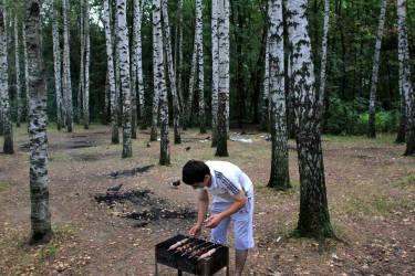 August 2012. Russia. Moscow. Timiryazevo park. Migrant from Uzbekistan makes shashlik (photo by Yuri Ivaschenko)