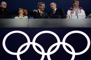 (L-R) Former International Olympic Committee (IOC) Jacques Rogge, Claudia Bach, current IOC President Thomas Bach, Russia's President Vladimir Putin and double-Gold Medallist, Bobsleigh pilot Alexander Zubkov attend the Closing Ceremony of the Sochi Winter Olympics at the Fisht Olympic Stadium on February 23, 2014.      AFP PHOTO / PETER PARKS