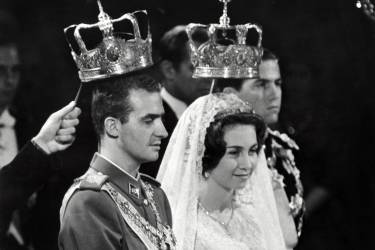 (FILES) - A photo taken on May 14, 1962 shows Prince Juan Carlos of Spain (Juan Carlos Alfonso Víctor María de Borbón y Borbón) and his wife princess Sophia of Greece in Athens during their wedding. Spain's 76-year-old King Juan Carlos will abdicate in favour of his son, Prince Felipe, Prime Minister Mariano Rajoy announced on June 2, 2014. AFP PHOTO