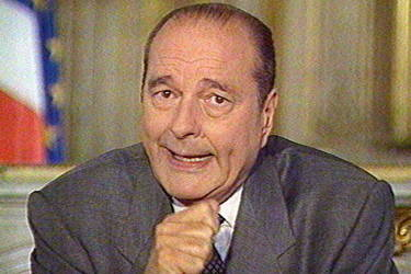Face à l'impopularité de son premier ministre, Alain Juppé, et à une succession de grèves, Jacques Chirac annonce, le 21 avril 1997, la dissolution de l'Assemblée nationale. Cette décision va déboucher sur une défaite pour son camp et une période de cinq ans de cohabitation avec Lionel Jospin.