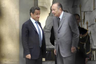 Jacques Chirac quitte l'Elysée le 16 mai 2007, après douze ans de présidence. Nicolas Sarkozy lui succède.