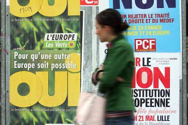 Le 29 mai 2005, il joue la fin de son deuxième mandat, en soumettant au référendum le Traité constitutionnel européen, qui est repoussé par 54,67 % des Français.