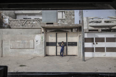 Quartier Saddam, Mosul, le 10 novembre 2016 Les forces spéciales de Isof 1et Isof 3 (Golden Division, ICTF) ont totalement pris le contrôle du quartier Saddam, où des membres de l'organisation Etat Islamique résistaient encore la veille. Beaucoup de civils étaient sortis de chez eux ce matin pour regarder les blindés de la Golden Division circuler dans leurs rues et beaucoup manifestaient leur joie à leur passage. Photo Laurent Van der Stockt / Le Monde Mosul, November 10, 2016 The Iraqis Special Operations Forces ( Isof 1, ISF), ( Major Salam Jassem Hussein Al Obeid) in Saddam, a eastern district of Mosul. Photo Laurent van der Stockt